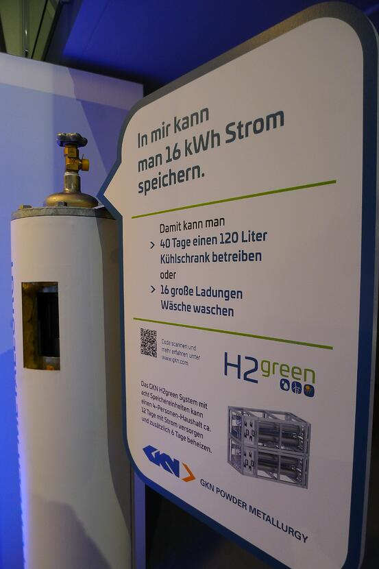 Solid state hydrogen storage tank